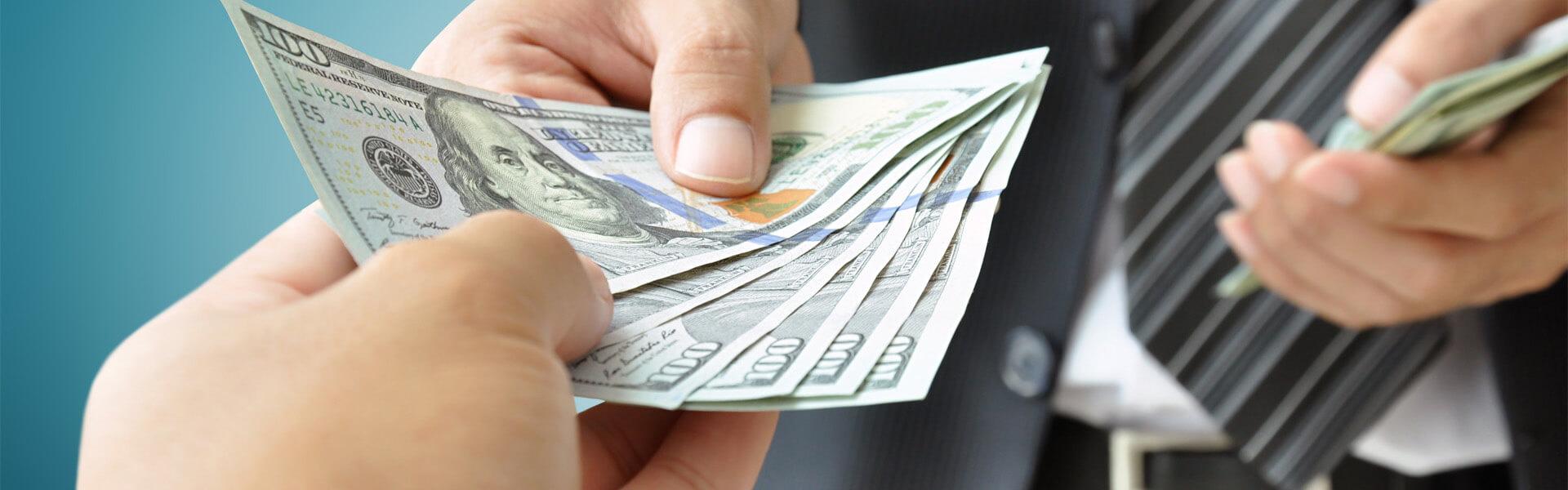 Viajar com dinheiro ou cartão?